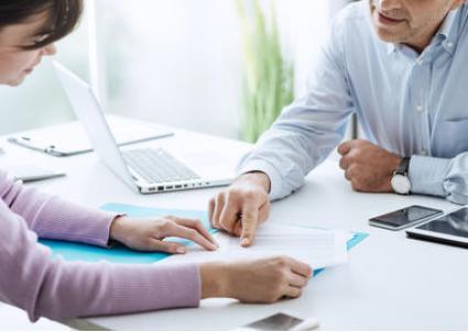 Менее 25% работников проходят проверку после приема на работу